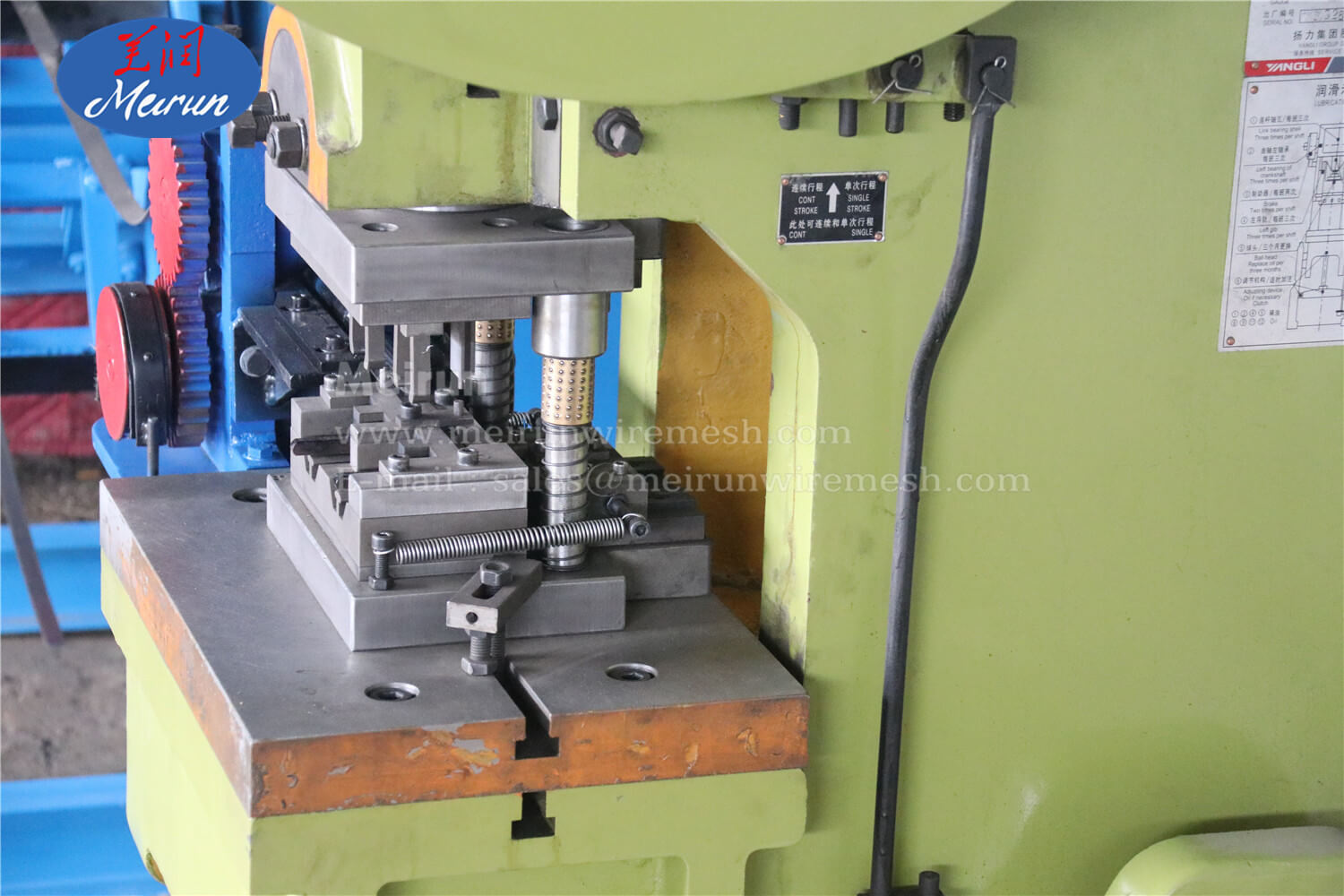 Razor Barbed Wire Fence Clip Making Machine