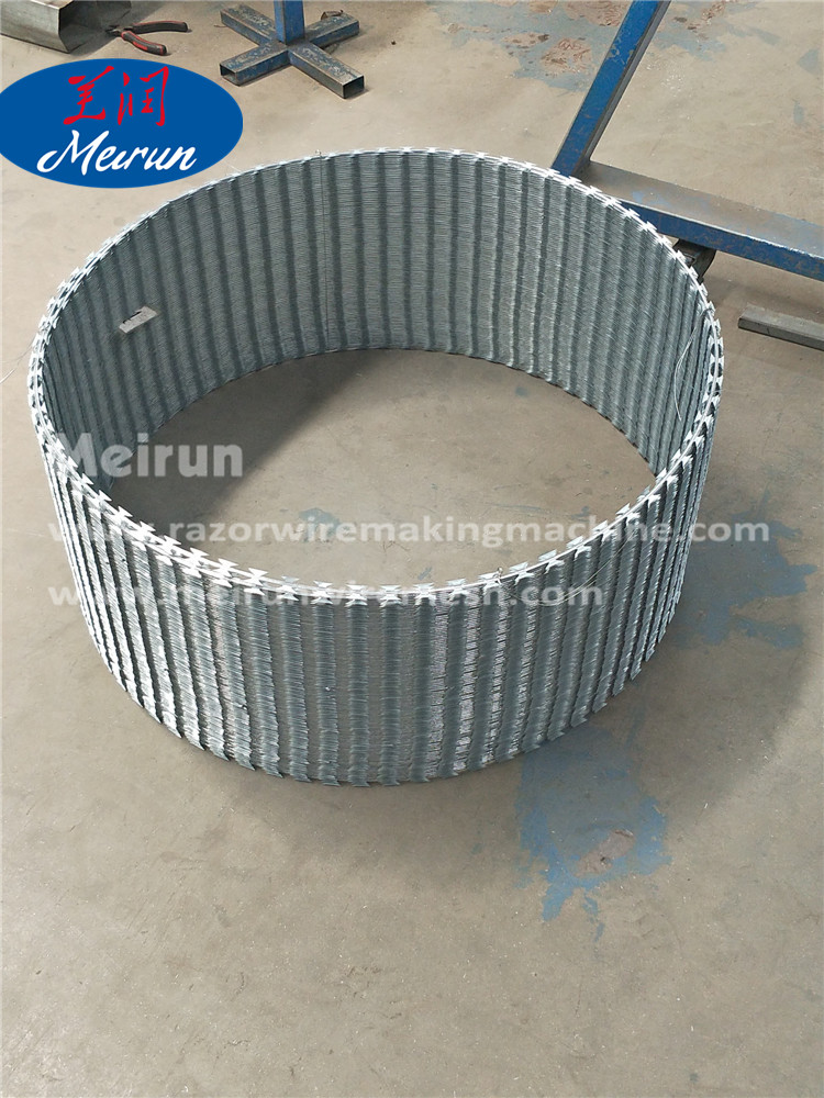 Razor Barbed wire fence making machine